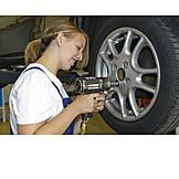 Tire service, Flat tire