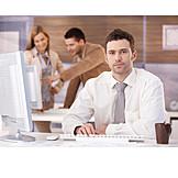 Junger Mann, Geschäftsmann, Business, Büro & Office