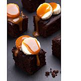 Chocolate cake, Caramel sauce