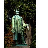 Bismarck monument, Bronze statue